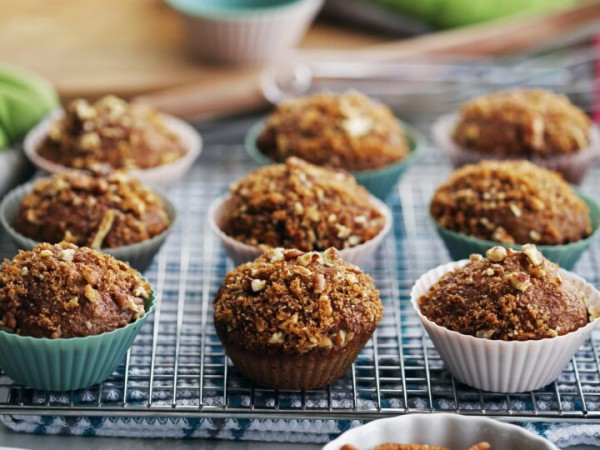 Atkins Recipes - Apple Muffins With Cinnamon-Pecan Streusel