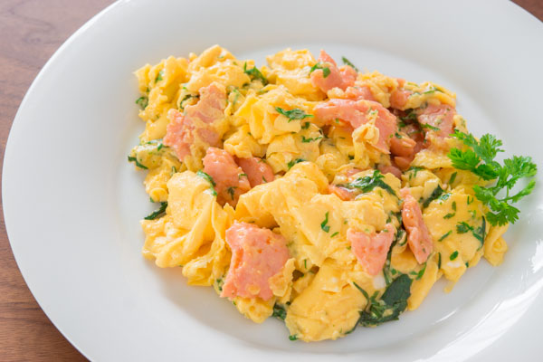 Atkins Recipes - Creamy Scrambled Eggs With Dill And Smoked Salmon